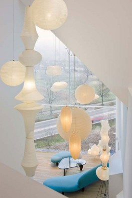 Interesting-Architecture-of-Vitra-Haus-with-Panoramic-Views-Lamp-Decoration-588x881